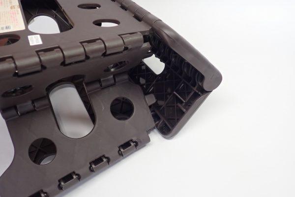 百均浪漫◆セリア 樹脂製折りたたみ簡易チェア。展開してチェアに変形。