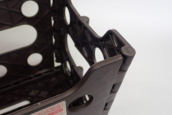 百均浪漫◆セリア 樹脂製折りたたみ簡易チェア。全体的にしっかりしたつくり。