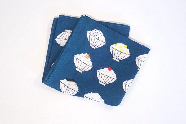 百均浪漫◆フジサキ てぬぐい風バンダナ ご飯。縫製はどうかな。