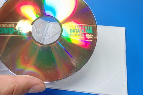 百均浪漫◆CD&DVDソフトケース スリムタイプ 2枚収納。試しにDVDを収納、取り出し。