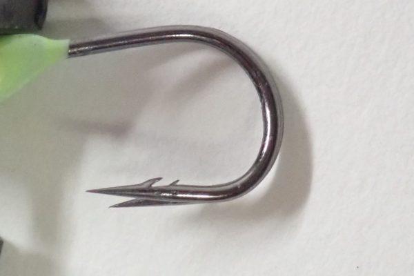 百均浪漫◆ダイソー・釣・メバル&カサゴ用ジグヘッド 1g x3。針のディテールにこだわり無し?