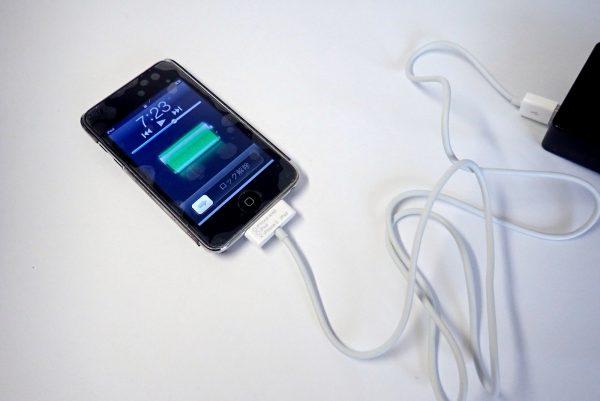 百均浪漫◆エコラ iPod、iPhone4/4s~充電&転送USBケーブル100cm。iPodを充電。バッチリ。