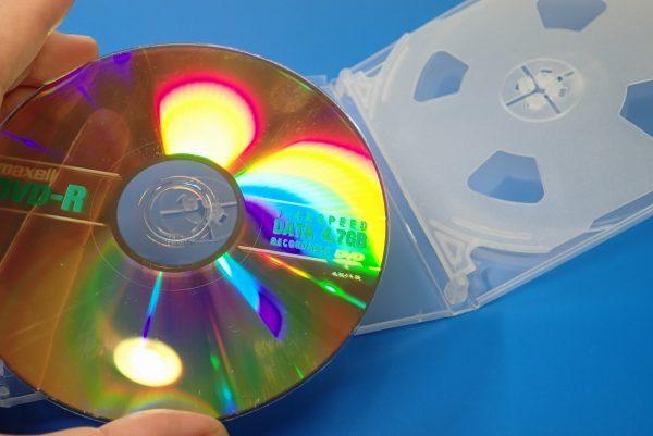 百均浪漫◆CD&DVDソフトケース 4枚収納。ケース詳細写真。DVDを試しに固定。
