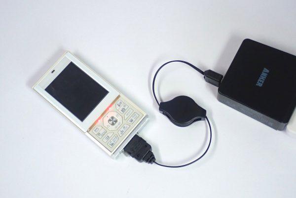 百均浪漫◆丸七 FOMA SoftBank 3G用USB 充電・転送リールケーブル。充電してみる。