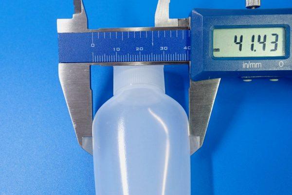 百均浪漫◆ミツキ やわらかソフトボトル オーバル 約45ml。ボトル本体詳細写真。サイズ測定。