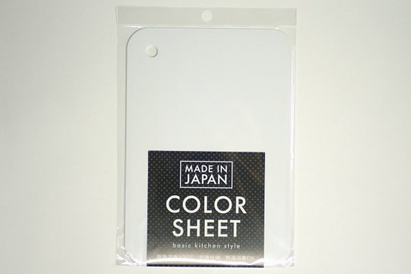 百均浪漫◆ミニサイズのシートまな板。パッケージ表側詳細写真。