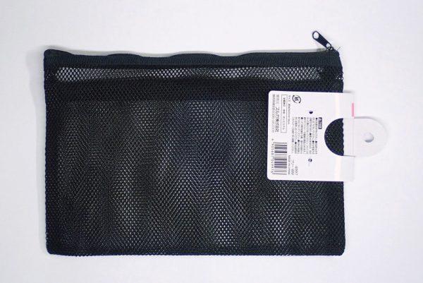 百均浪漫◆スルガ メッシュケース W24.5xH16cm。商品裏側写真。