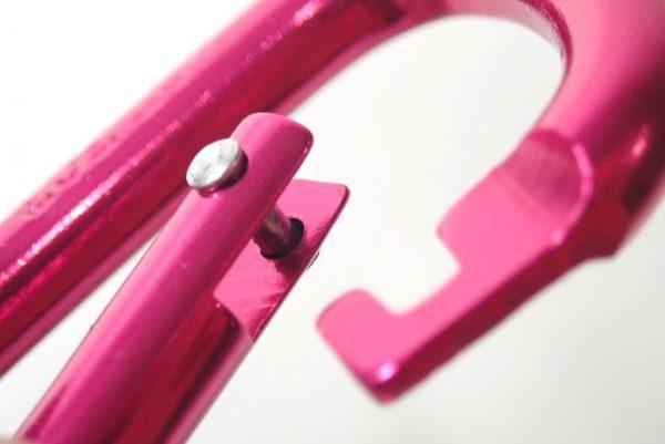百均浪漫◆ダイソー 58mmアルミカラビナ2個入り。ノーズ部分拡大写真。