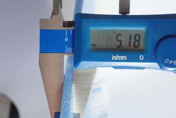 百均浪漫◆ダイソー・カラーボード。厚さ測定。