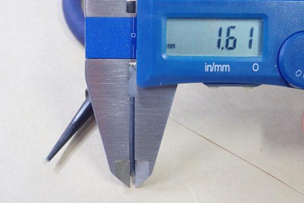 百均浪漫◆細工用先丸ペンチ ミニ。本体詳細写真。先端直径の測定。