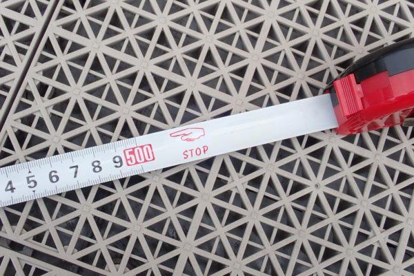 百均浪漫◆ストッパー付メジャー 5m。本体詳細写真。5mまで伸ばしてみた。