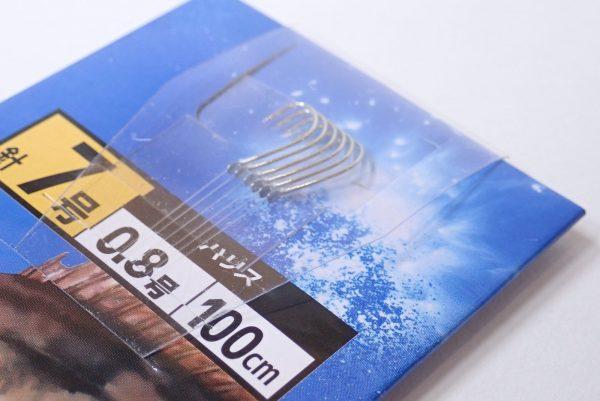 百均浪漫◆ダイソー・釣・メバル釣針7号 ハリス0.8号100cm 6本入。釣り針保護カバー付き。