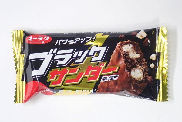 百均浪漫◆ダイソー・有楽製菓ブラックサンダー4個。パッケージ表側詳細写真。
