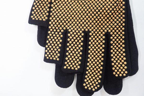 日本製!右手指先だけカットのフィットグローブ。右手だけ指先がカットされています。