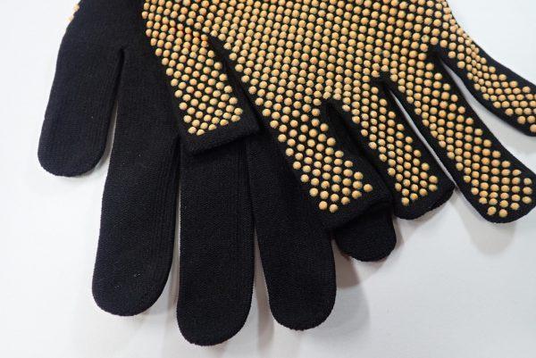 日本製!右手指先だけカットのフィットグローブ。左手はカットされていません。