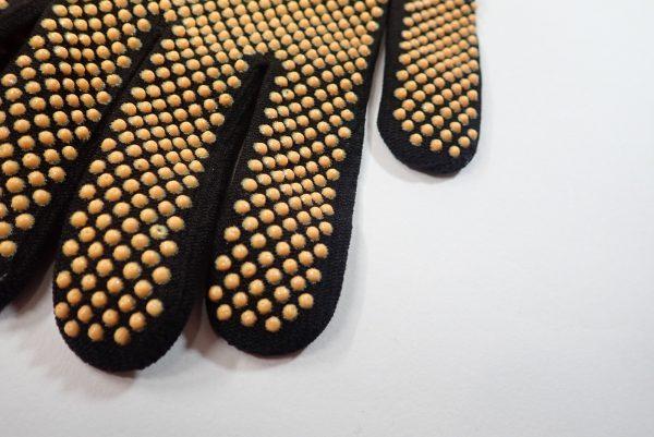 日本製!右手指先だけカットのフィットグローブ。縫製に問題は無さそうです。