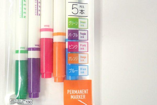 百均浪漫◆油性なまえマーカーツインタイプ 5色。パッケージ表側詳細写真。