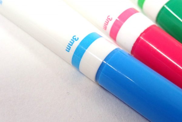 百均浪漫◆油性なまえマーカーツインタイプ 5色。なぜか3mm。