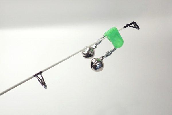 百均浪漫◆釣・クリップ式あたり用鈴。実際に竿の先に付けてみる。