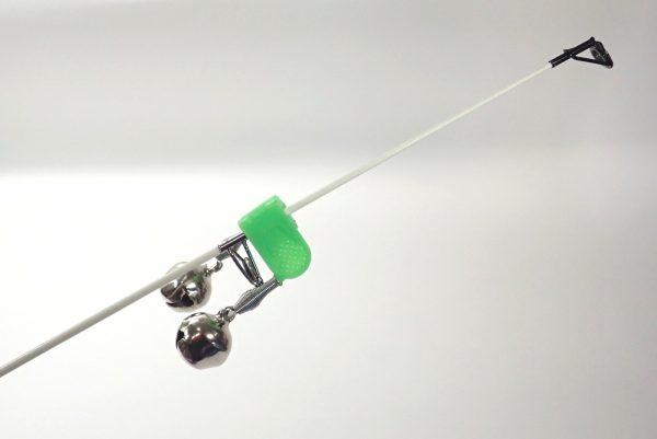 百均浪漫◆釣・クリップ式あたり用鈴。付け方が悪いのか先端で固定できない。