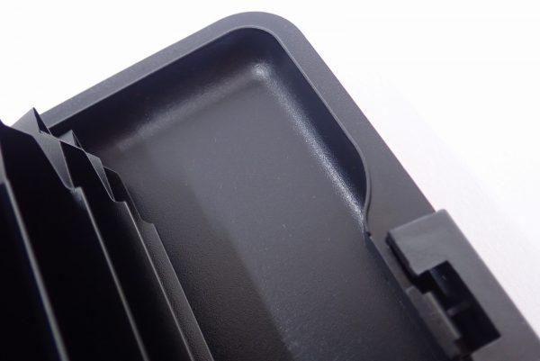 百均浪漫◆アルミ カードケース。本体詳細写真。ケース内、しっかりした造り。