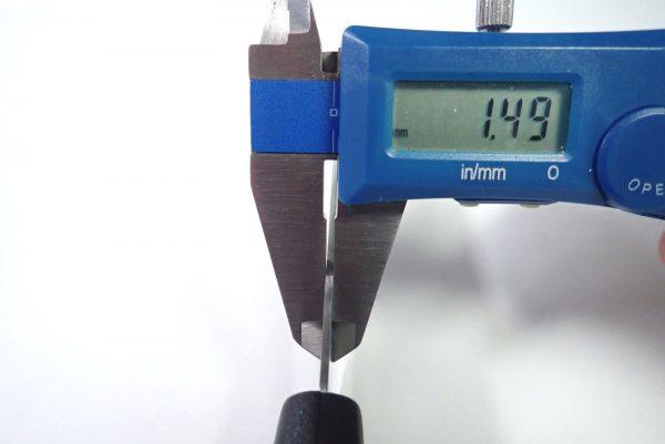 百均浪漫◆エコー金属 小出刃包丁(両刃)。本体詳細写真。刃厚。