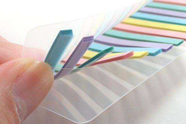 百均浪漫◆フィルム付箋・本体詳細写真。スリット差し込み用にもう1枚樹脂板付き。