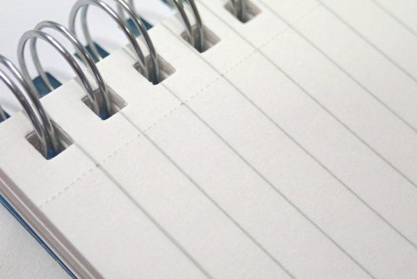 百均浪漫◆表/背表紙も樹脂、ミシン目入りA6リングノート。薄めの罫線が好み。切取りミシン目付き。