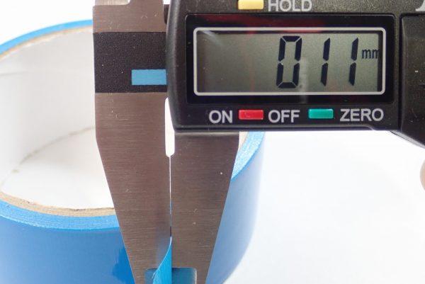 百均浪漫◆日本製 仮止め用 養生テープ 青。養生テープ本体詳細写真。厚さは0.11mm。