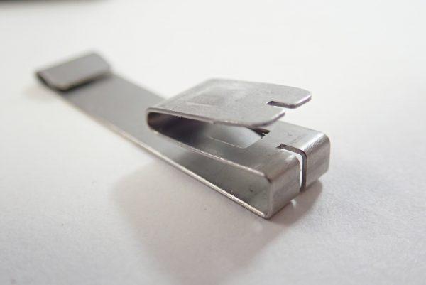 百均浪漫◆左利きでも使えるオートロック機構付きカッターナイフ。刃を折るためのクリップパーツ。