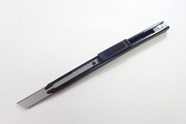 百均浪漫◆左利きでも使えるオートロック機構付きカッターナイフ。左利き用に組み替え。
