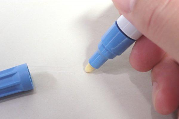 百均浪漫◆プラチナ万年筆ペイントマーカー。本体詳細写真。インクを出してみる儀式。