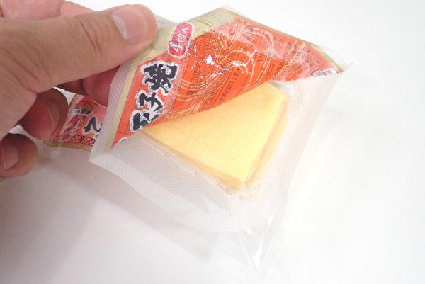 百均浪漫◆三和製玉 だし巻卵焼。簡単にめくって開けることができるよ。