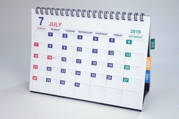 百均浪漫◆ダイソー・卓上B6 Wリング3年間カレンダー。卓上というだけあって立つよ。