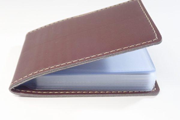 百均浪漫◆レザーカードホルダー MINI タテ型 20ポケット。クレジットカードっぽいものを11枚入れたところ。