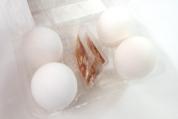 百均浪漫◆温泉卵タレ付4個入。温泉卵4つとタレ。