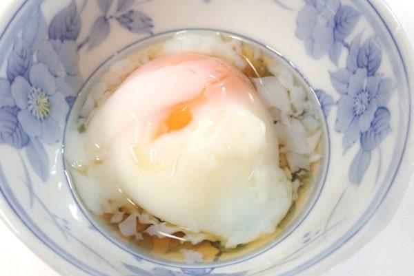 百均浪漫◆温泉卵タレ付4個入。お楽しみの試食タイム。