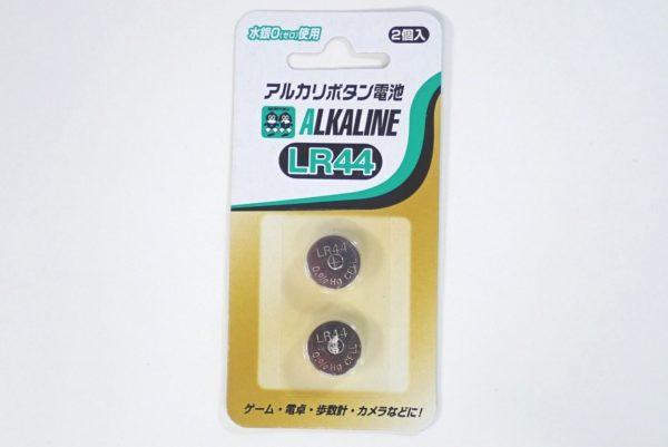 百均浪漫◆アルカリボタン電池LR44。パッケージ写真。
