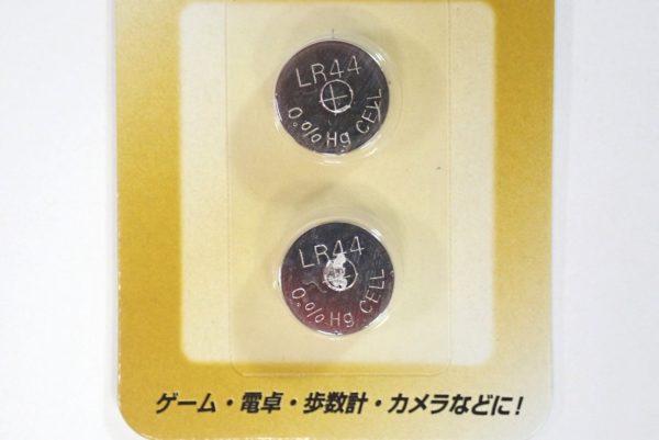 百均浪漫◆アルカリボタン電池LR44。パッケージ写真詳細。