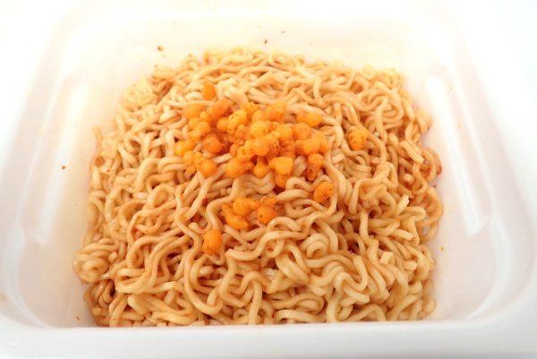 百均浪漫◆マルちゃん亀田の柿の種味焼そば。調理してみる。