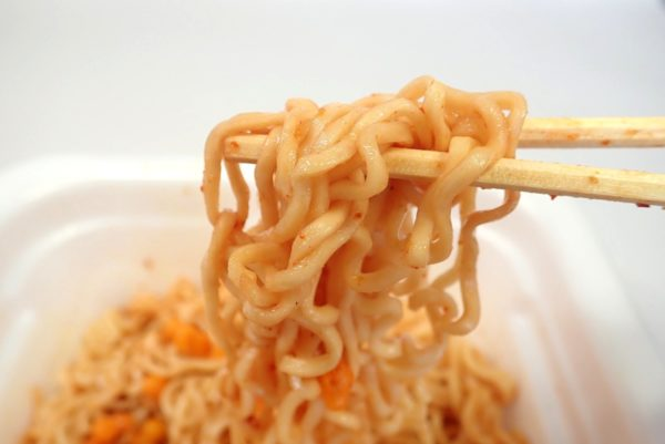 百均浪漫◆マルちゃん亀田の柿の種味焼そば。食べてみる。