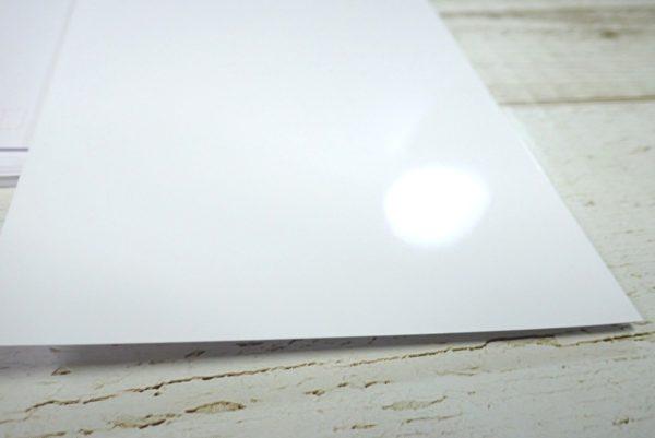 百均浪漫◆ダイソー インクジェットプリンタ用紙はがき郵便番号枠入 光沢紙 20枚入。さすが光沢紙、光の反射もすごい。
