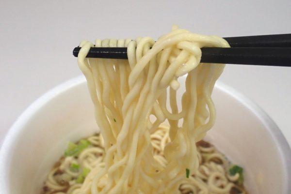 百均浪漫◆エースコック・煮干し醤油ラーメン。麺はやや太めかな。