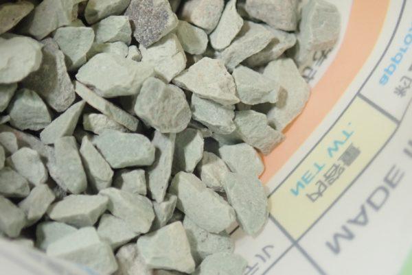 百均浪漫◆ダイソー 昆虫飼育用 防ダニ・消臭剤。軽い小石みたい。