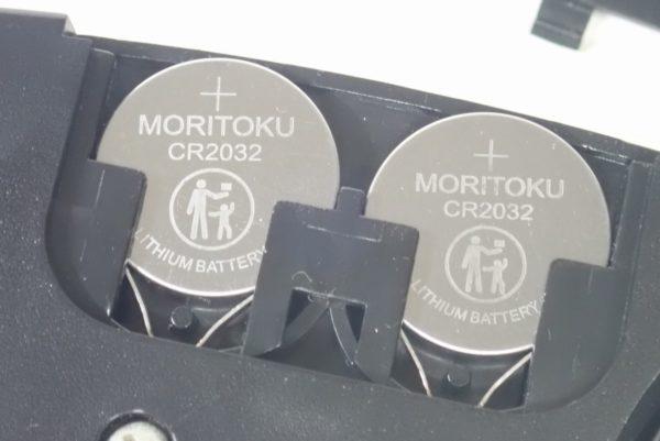 百均浪漫◆モリトク・リチウムコイン電池・CR 2032。体重計に入れてみました。